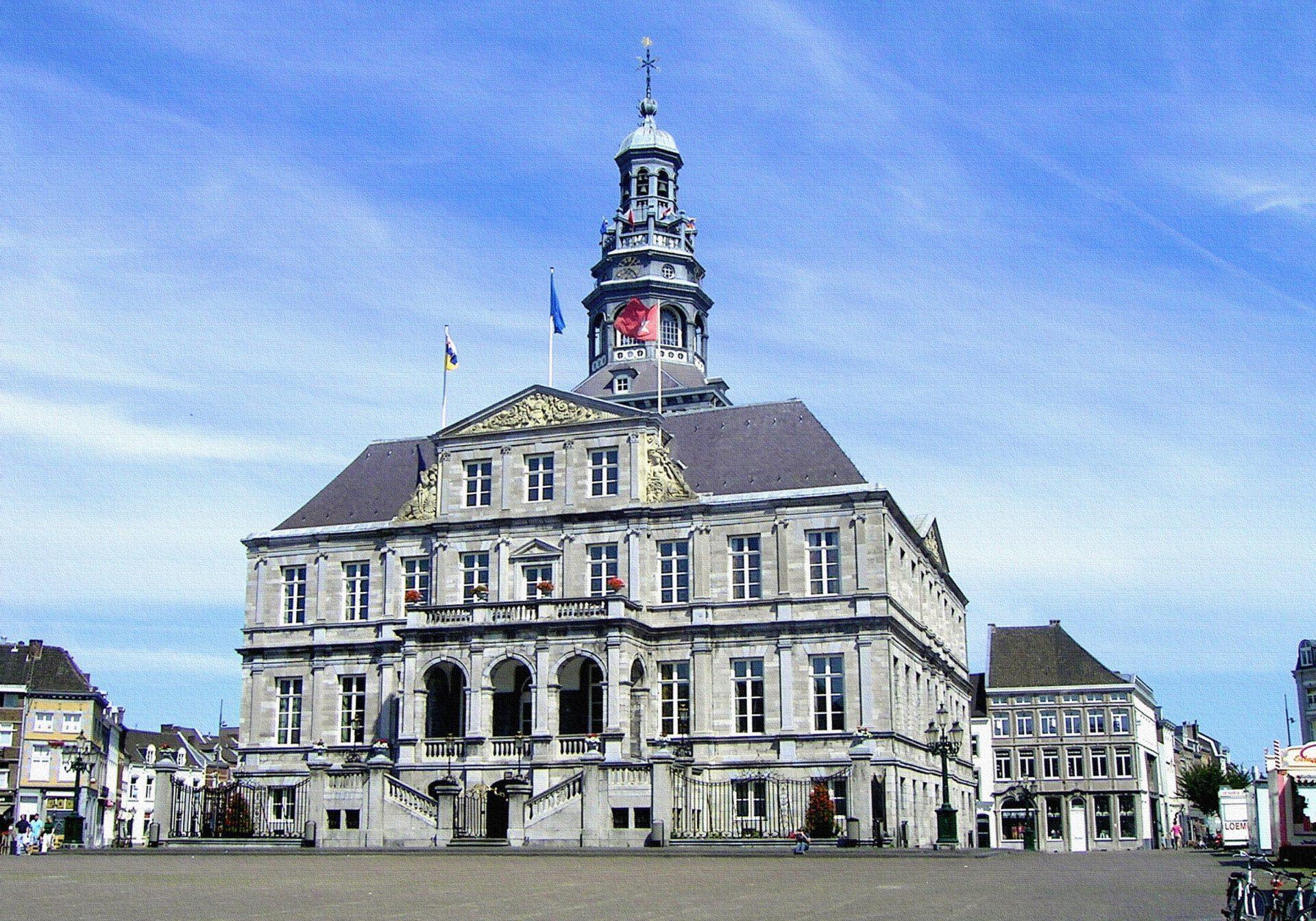 town-building-chateau-palace-city-cityscape-942282-pxhere.com_-landscape
